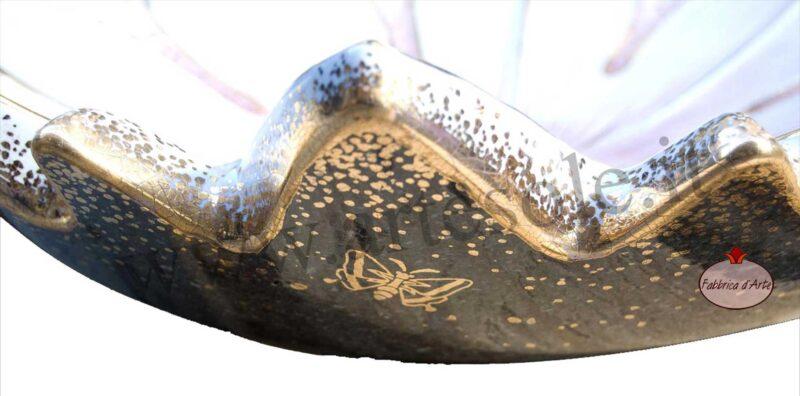 Rifiniture in oro per lavello bagno in pietra lavica