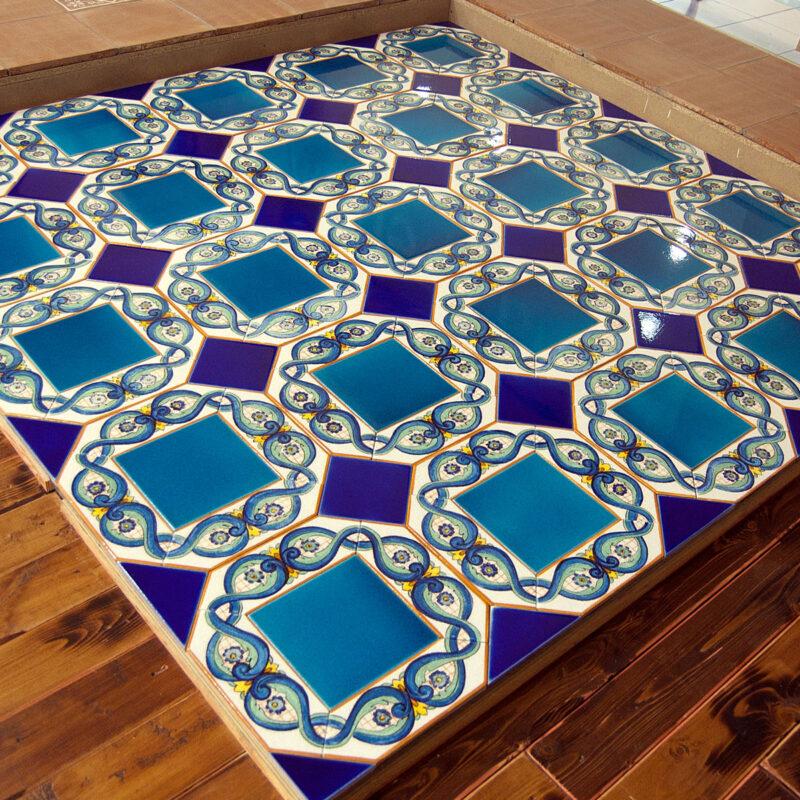 pavimento in pietra lavica su misura decorato a mano