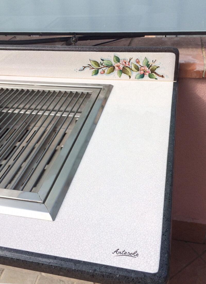 Piano Barbecue realizzato in pietra lavica decorato a mano
