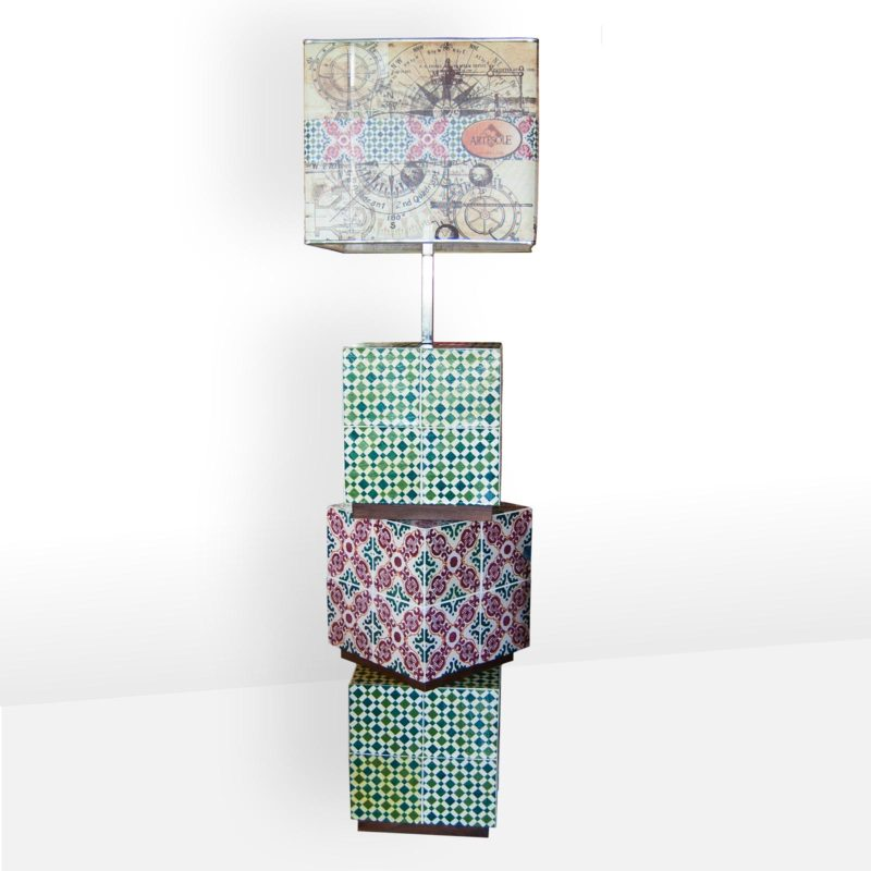 Piantana artistica con cubi in ceramica decorati a mano. Giarre Sicilia