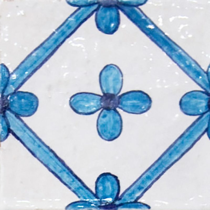 Piastrella dipinta a mano con fiori blu