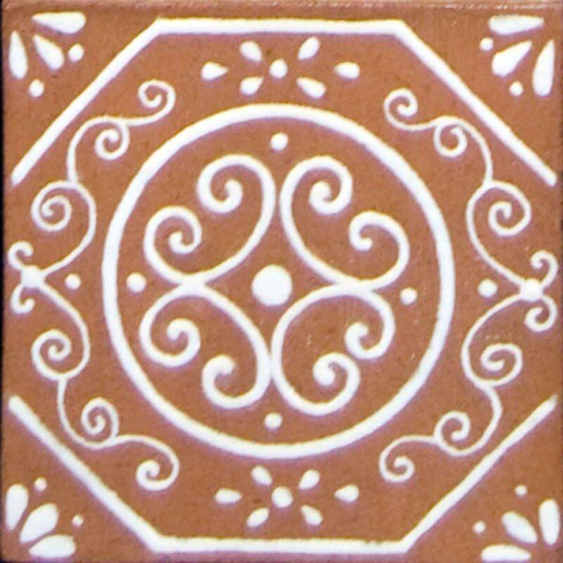 piastrella in ceramica con smalto bianco a rilievo