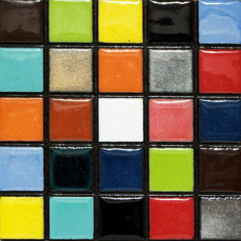Piastrella mosaico in pietra lavica con colori assortiti effetto vetro