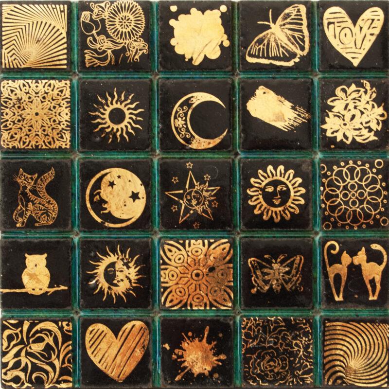 Piastrella mosaico in serigrafia con oro zecchino terzo fuoco