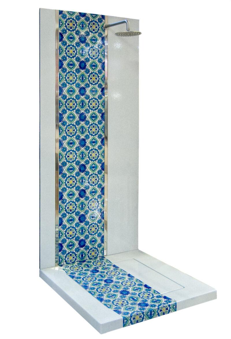 Piatto con parete doccia realizzati in pietra lavica decorata a mano, decoro Siciliano