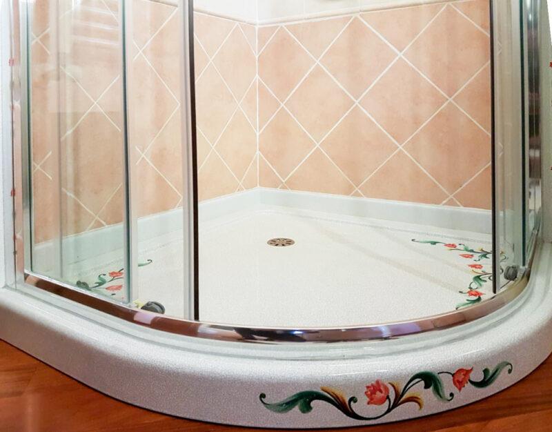 Piatto doccia decorato a mano
