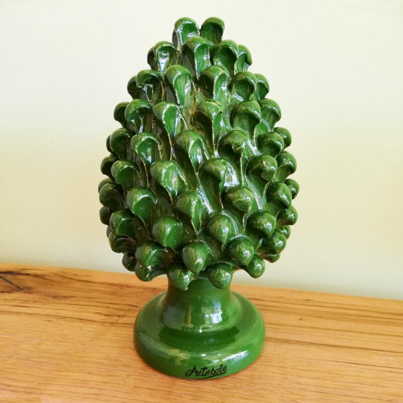Pigna in ceramica verde in stile Caltagirone