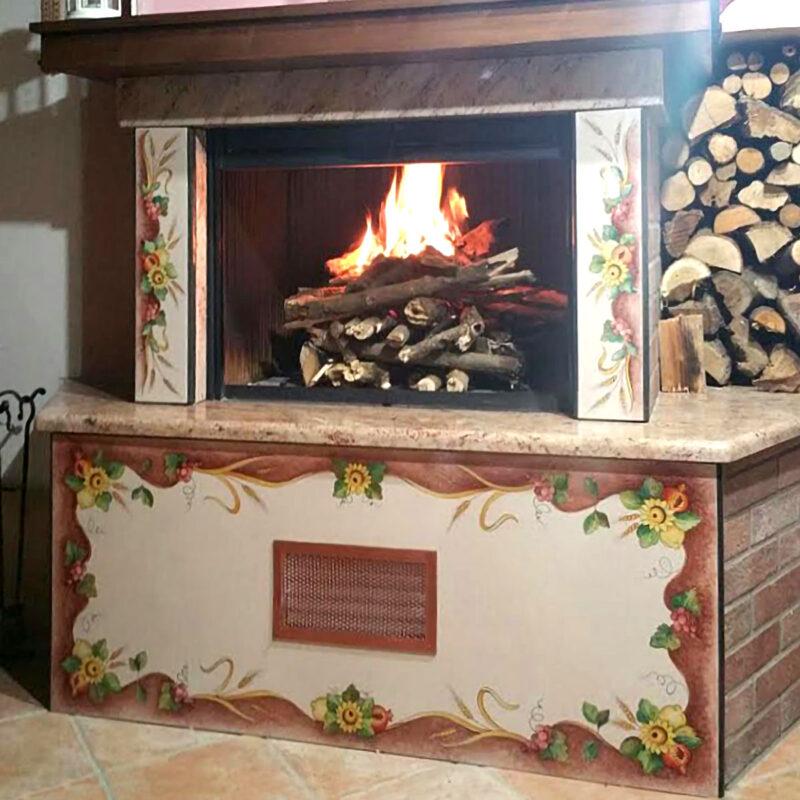 rivestimento per caminetto in pietra lavica ceramizzata decorata a mano