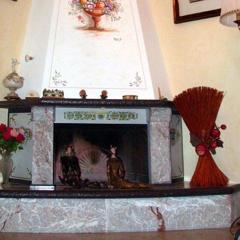 camino i pietra lavica decorata a mano