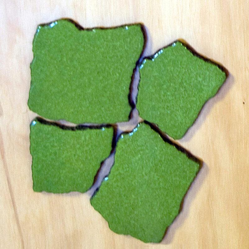 Spezzoni irregolari in pietra lavica smaltata verde