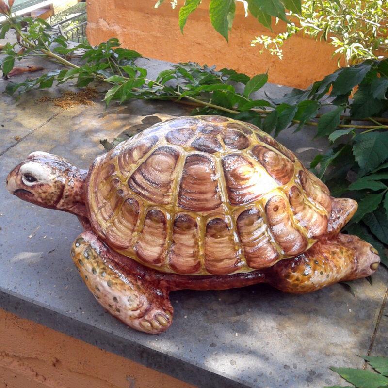 tartaruga in ceramica decorata a mano con decoro e colori personalizzabili