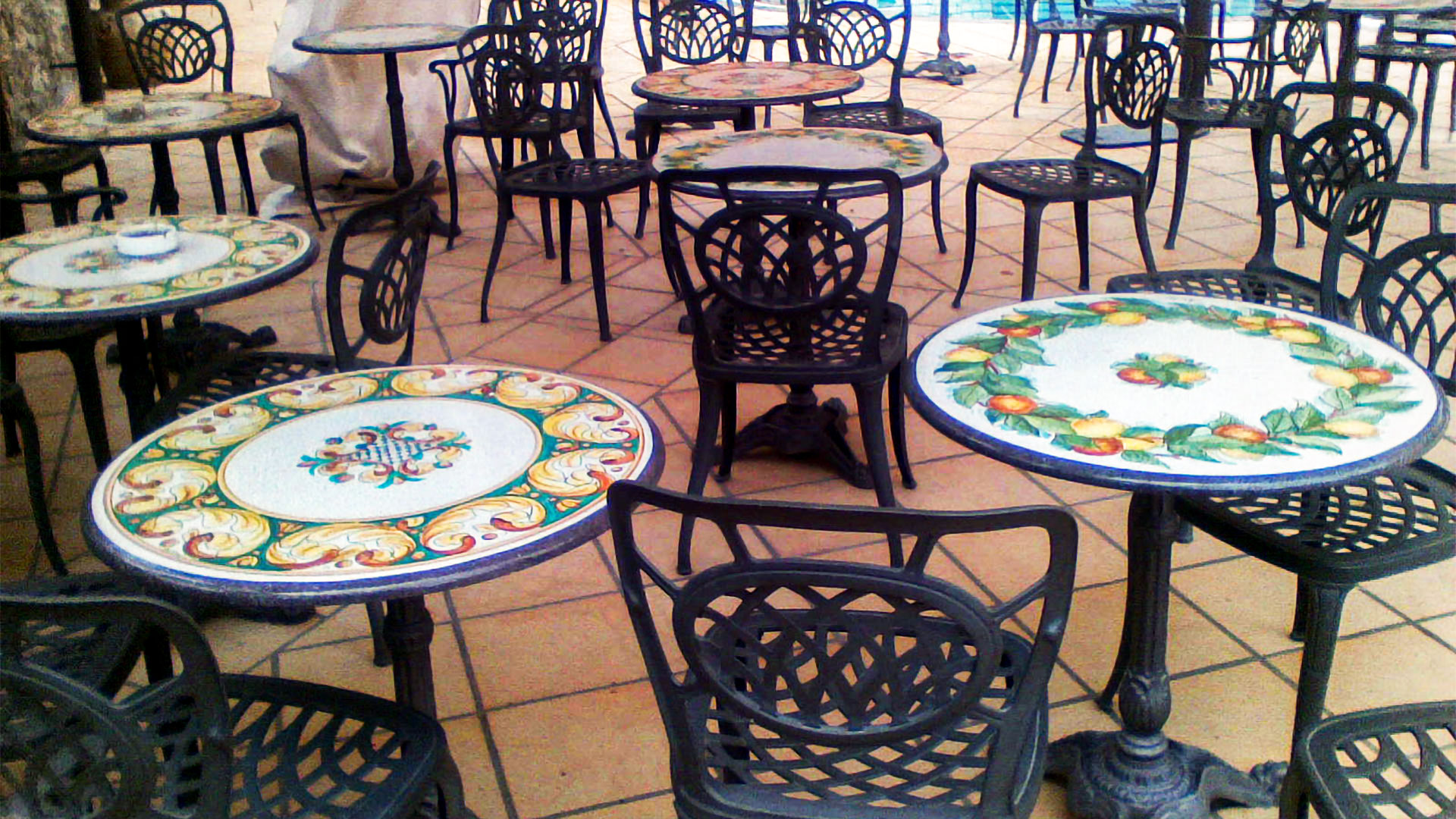 Tavoli In Pietra Per Interni.Tavoli Ristoranti E Bar In Pietra Lavica Personalizzati Artesole