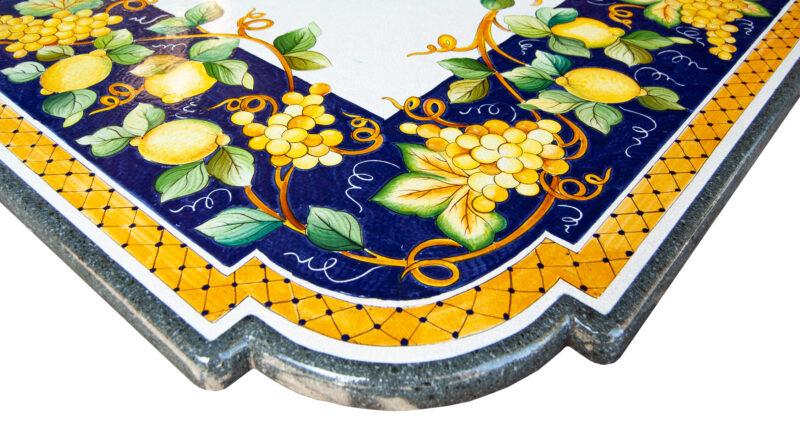 Tavolo in pietra lavica con angoli sagomati Artesole