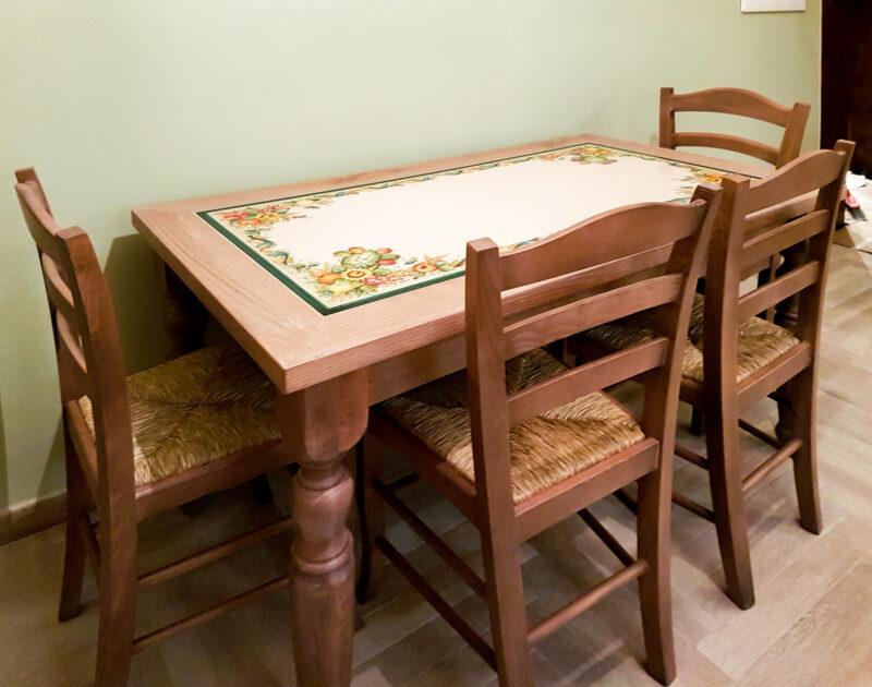 Tavolo in Legno Massello con pietra lavica incassata