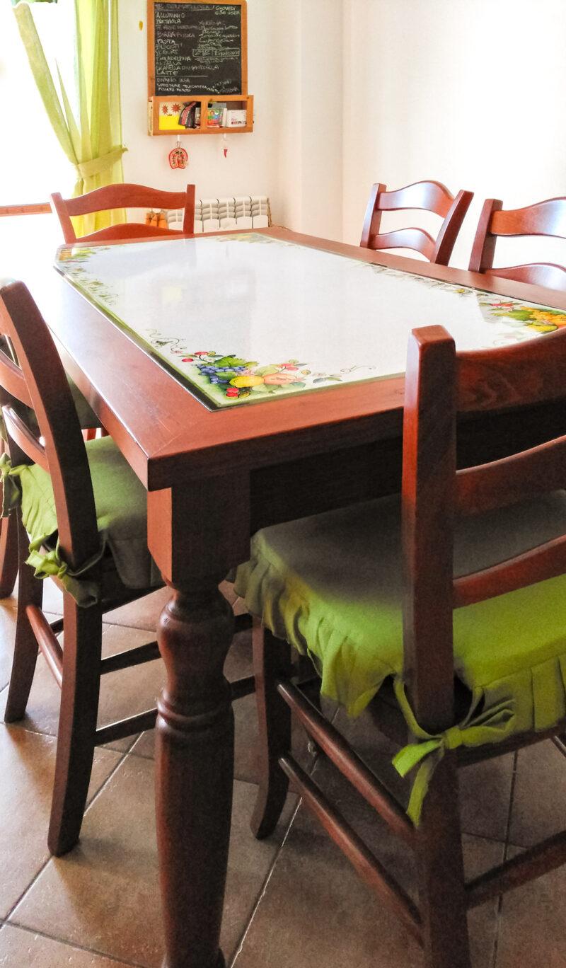 Tavolo da Cucina in legno massello con pietra lavica incassata
