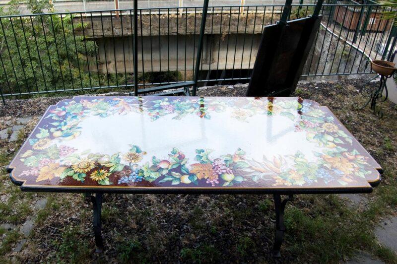 tavolo rettangolare in pietra lavica con decoro fatto a mano stile Caltagirone