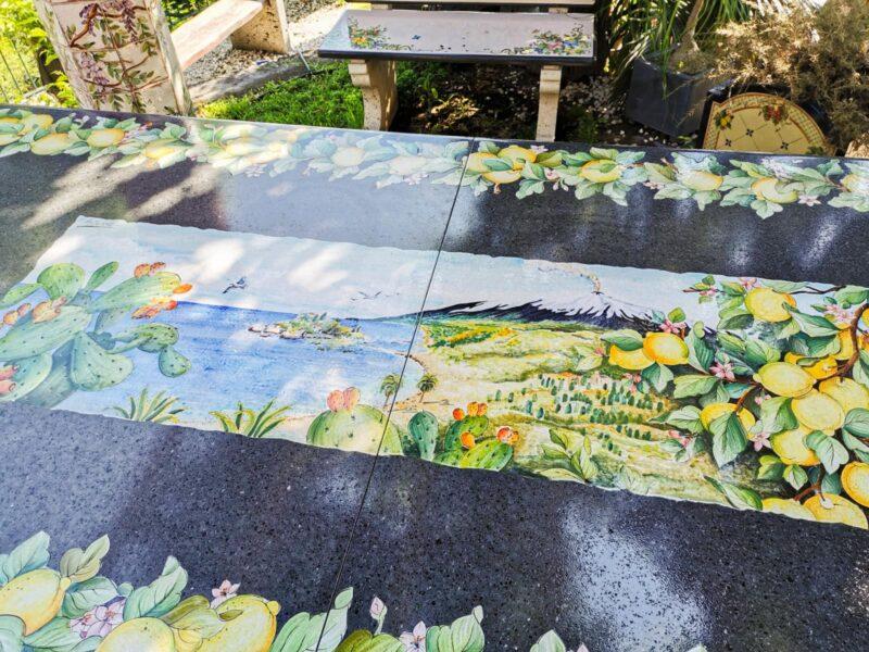 Tavolo in pietra lavica con decoro limoni ed Etna