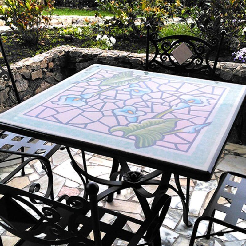 tavolo quadrato in pietra lavica con decoro calle dipinto a mano