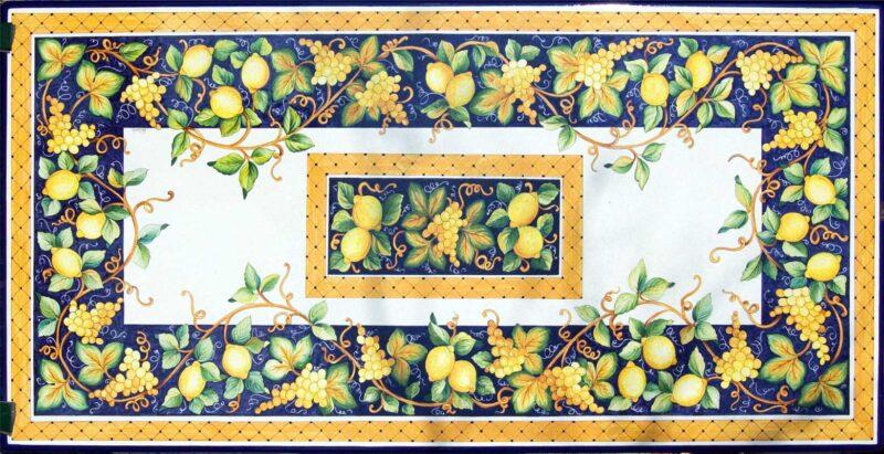 Tavolo in pietra lavica con decoro uva e limoni, realizzato su misura.