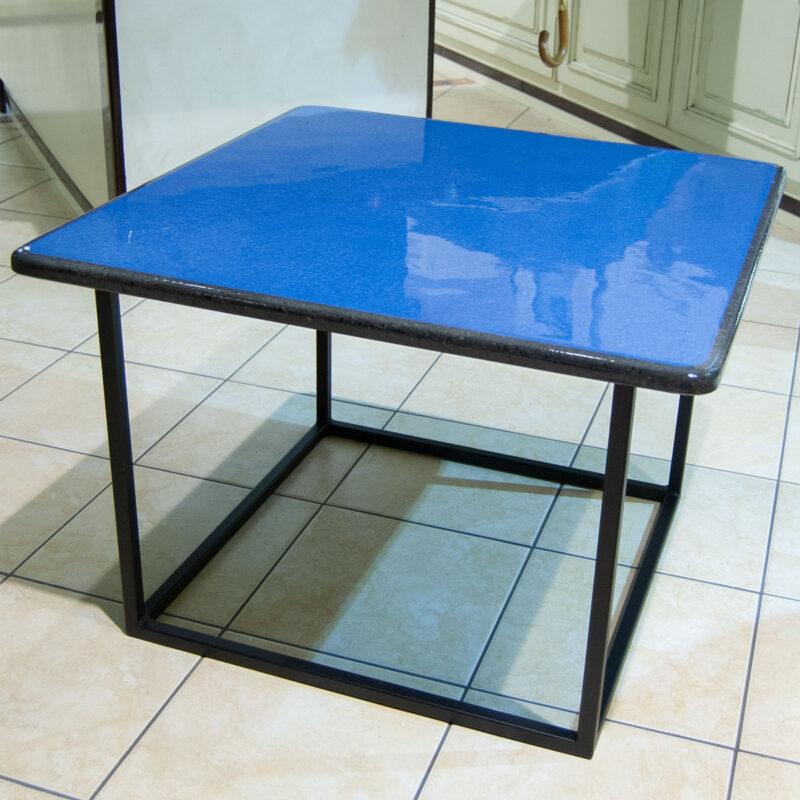tavolo moderno blu in pietra lavica