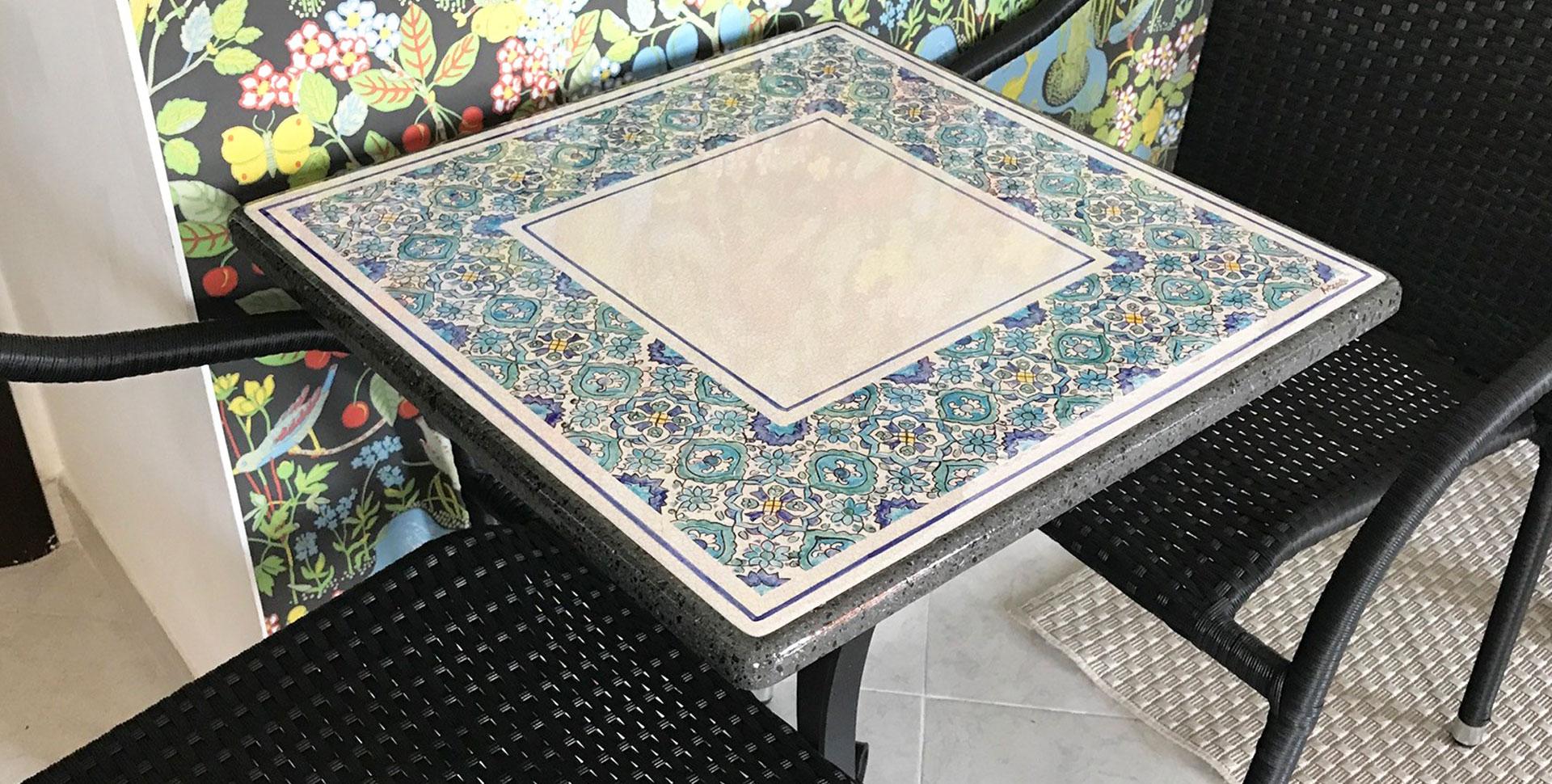 Tavoli In Pietra Lavica Prezzi.Tavoli Da Giardino In Pietra Lavica Decorati A Mano Artesole