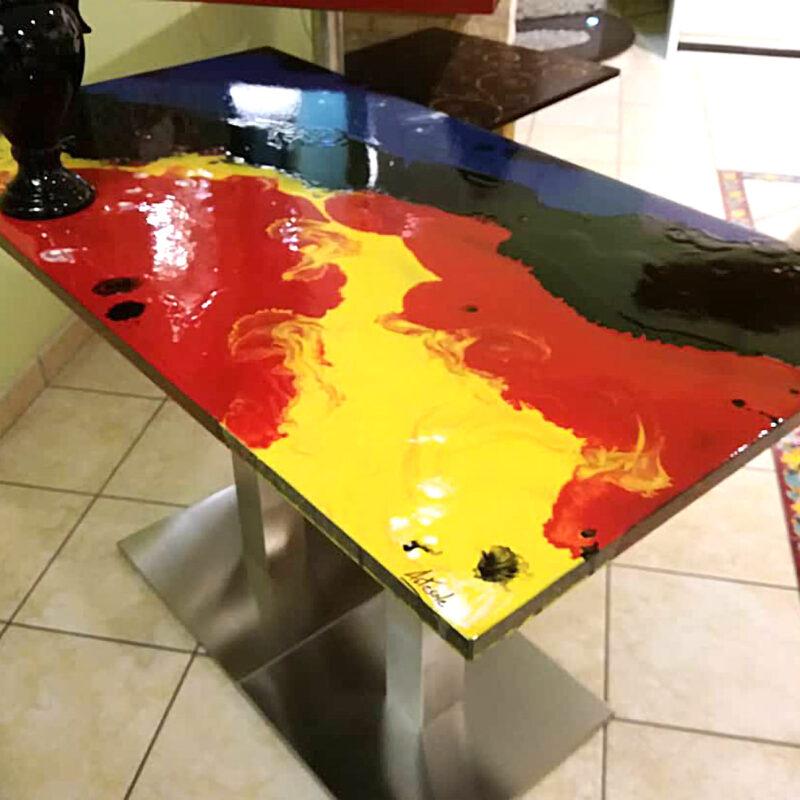 tavolo in pietra lavica moderno modello Lava