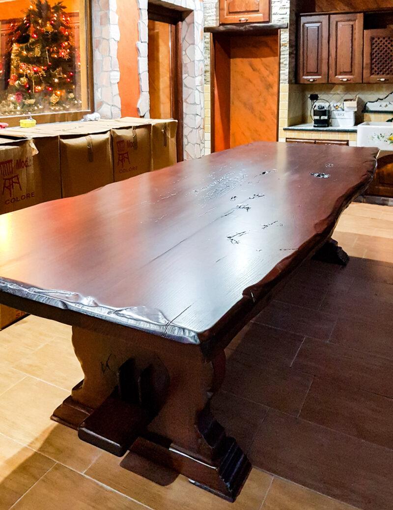 Tavolo in legno massello rustico modello Fratino