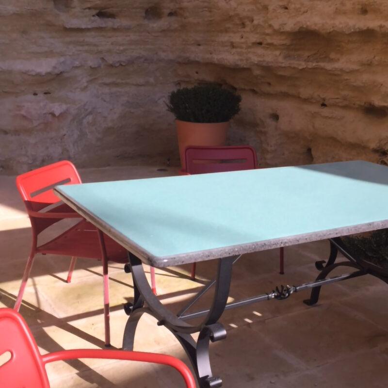 tavolo moderno in pietra lavica unico colore