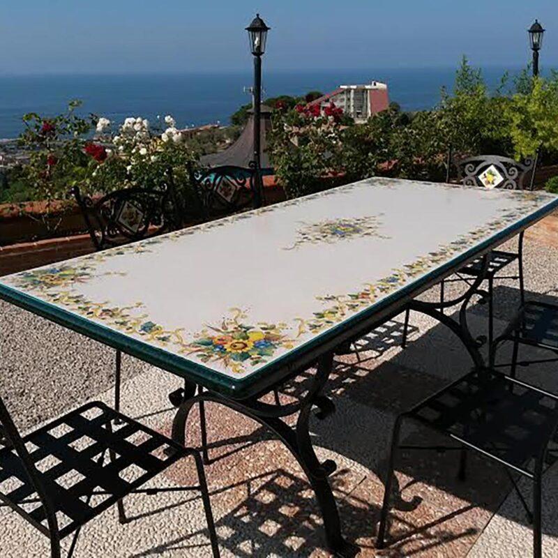 tavolo rettangolare in pietra lavica adatto per terrazzo ed esterni
