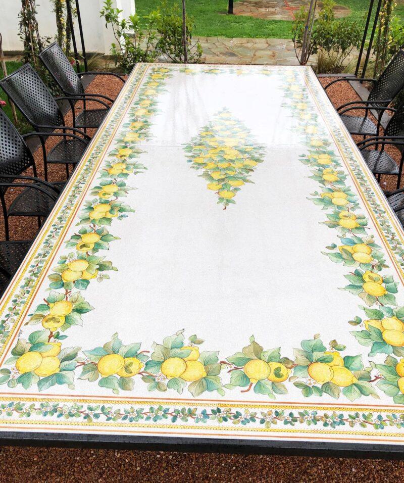 Tavolo in pietra lavica con decoro Limoni
