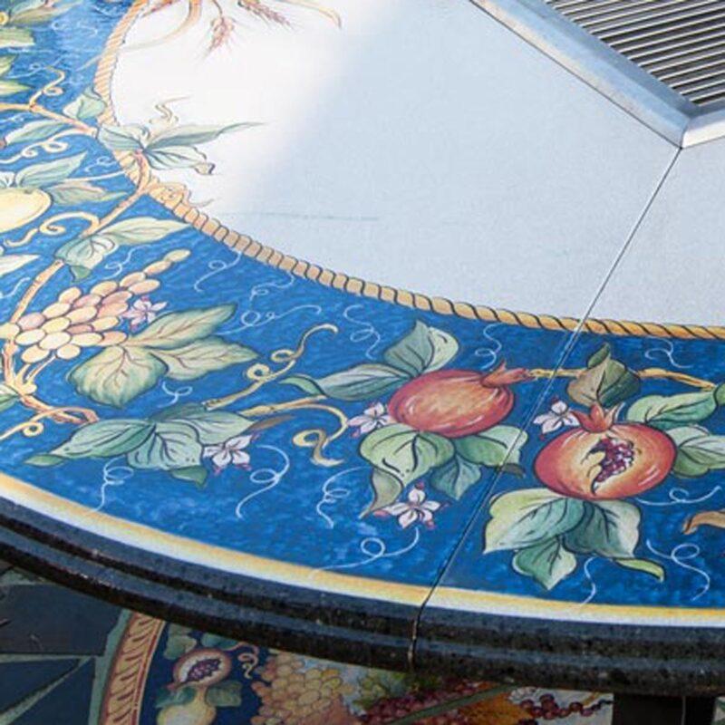 tavolo con decorazione su pietra lavica dipinto a mano