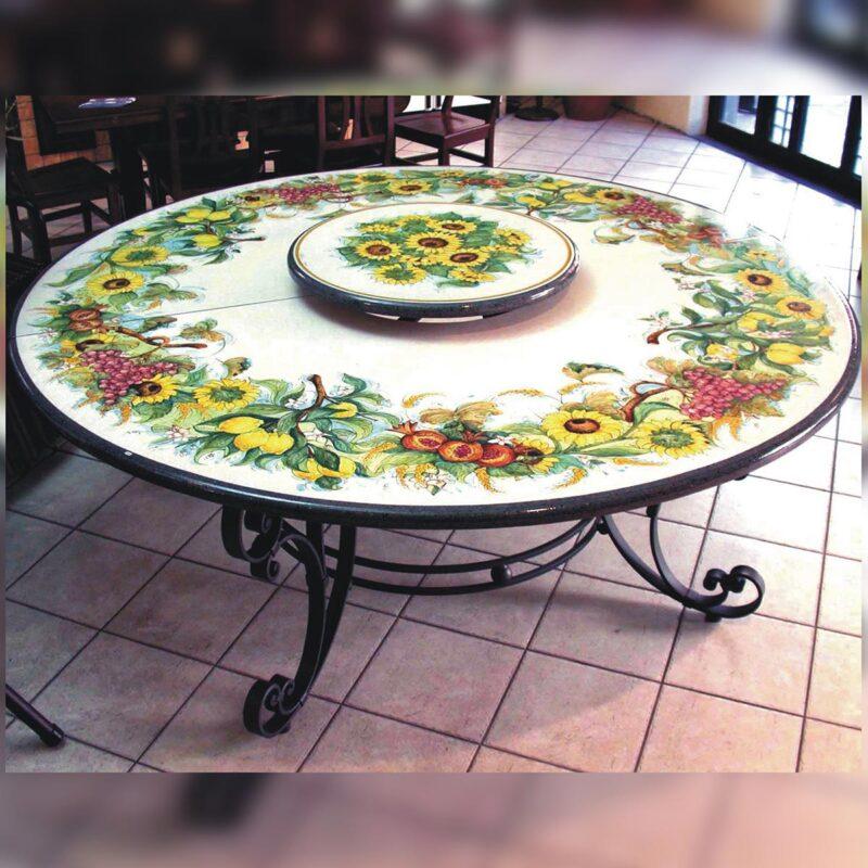 Tavolo in pietra lavica rotondo con centrale rialzato