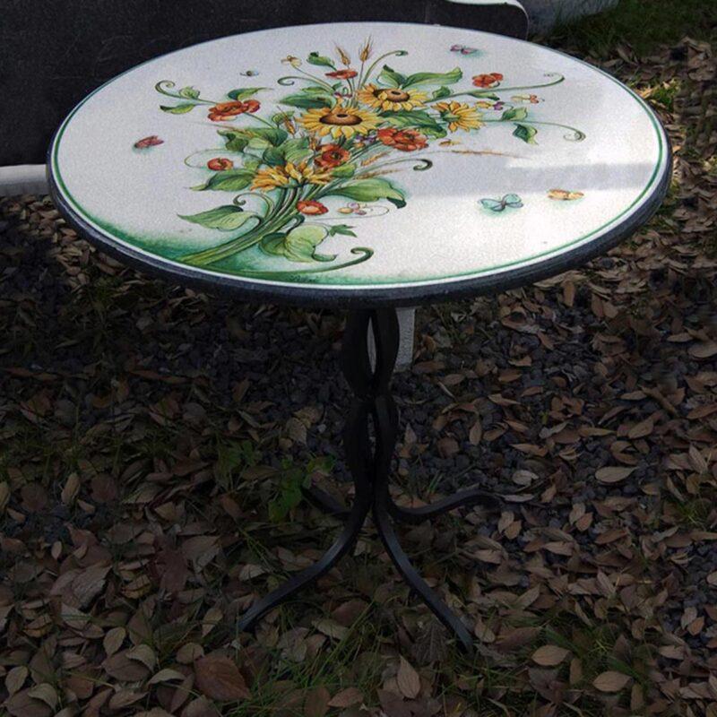 Tavolo in pietra Lavica con decoro girasoli e papaveri