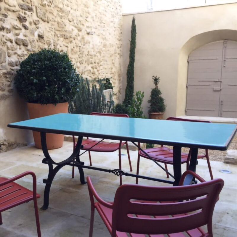 Tavolo moderno in pietra lavica monocolore