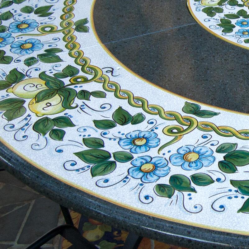 tavolo in pietra lavica rotondo particolare decoro