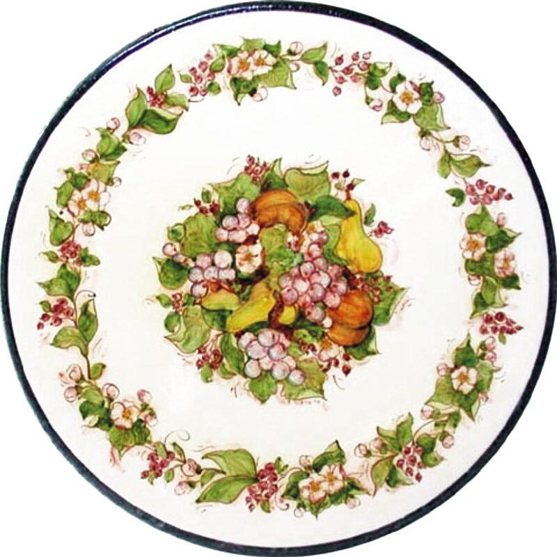 tavolo in pietra lavica rotondo con decoro di fiori e frutta