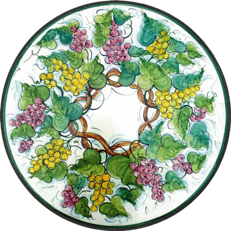 tavolo in pietra lavica rotondo con decoro marsala, uva, viti