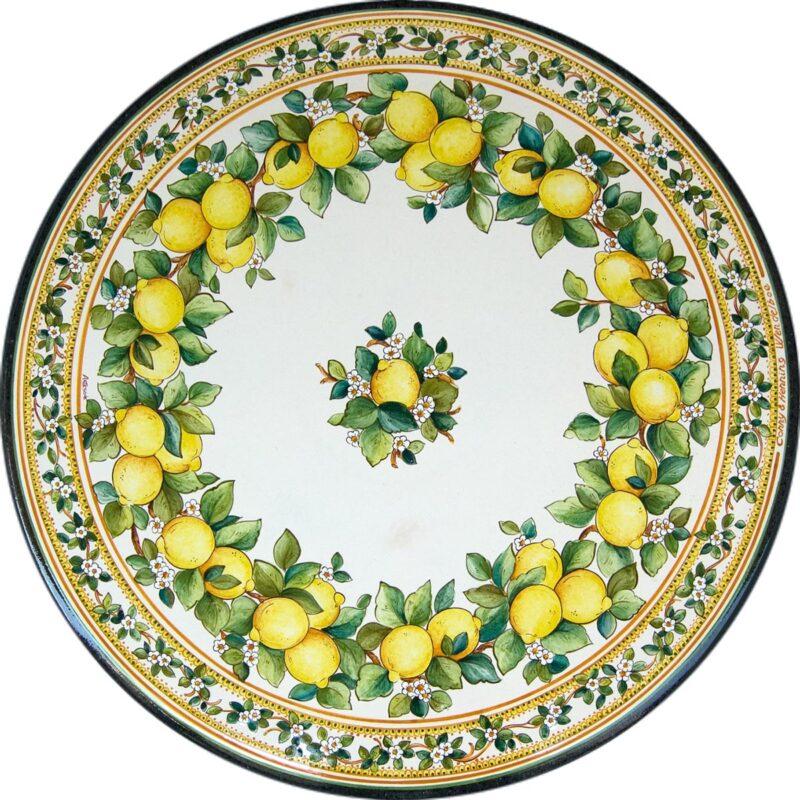 tavolo in pietra lavica con decoro limoni in stile siciliano