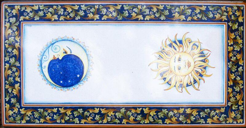 Tavolo rettangolare in pietra lavica dipinto a mano con decoro sole e luna