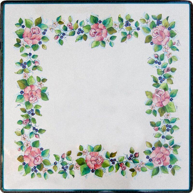 Tavolo quadrato in pietra lavica con decoro floreale, dipinto a mano