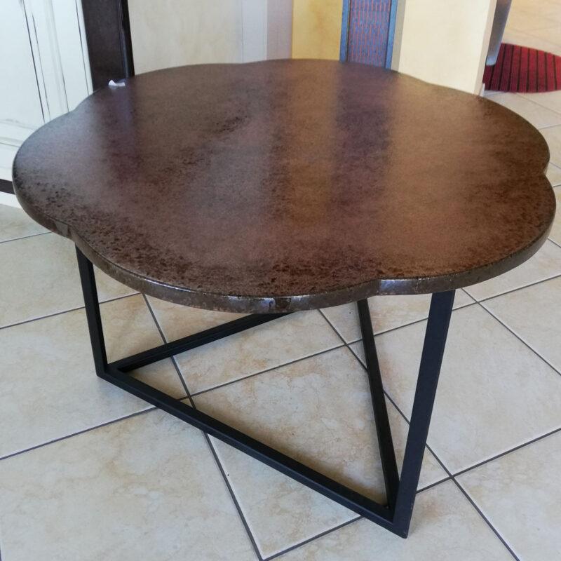 tavolo in pietra lavica moderno colore rame forma fiore