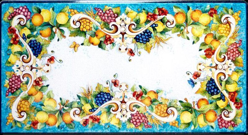 Tavolo rettangolare con piano in pietra lavica decorato a mano