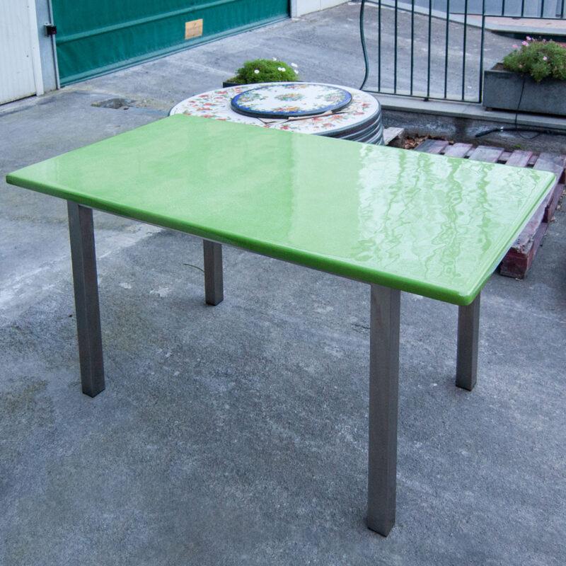 tavolo verde in pietra lavica unico colore