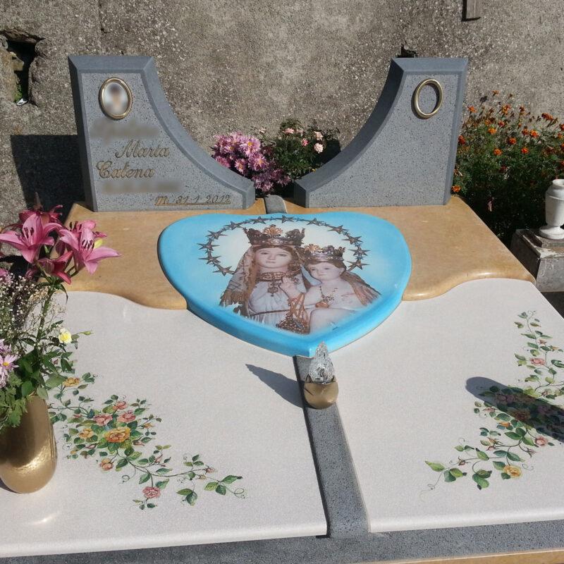 Arte Funeraria, Tomba in pietra lavica dell'Etna decorata a mano e marmo