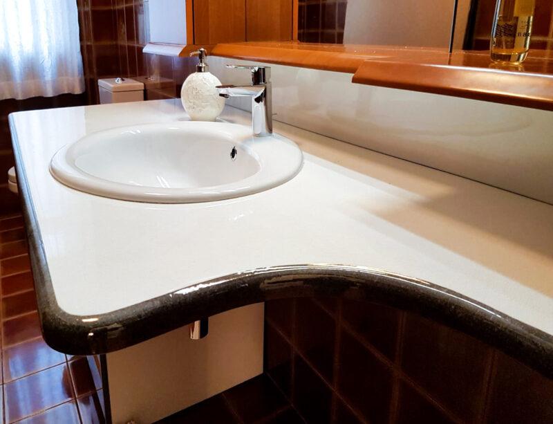 top bianco in pietra lavica per bagno