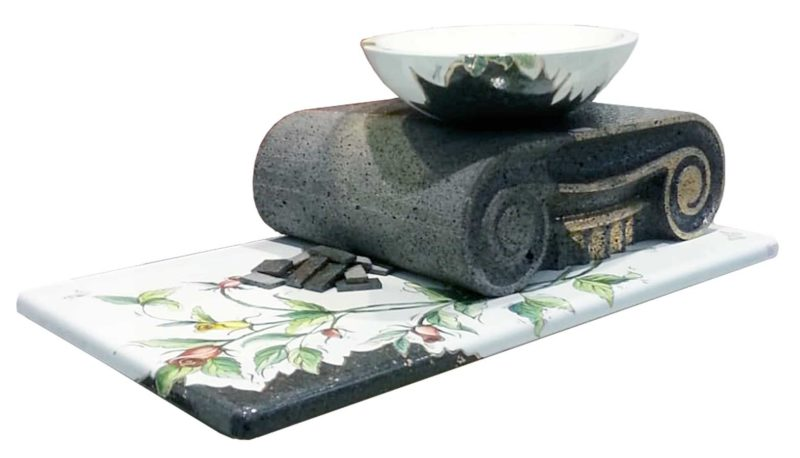 lavello con capitello in pietra lavica
