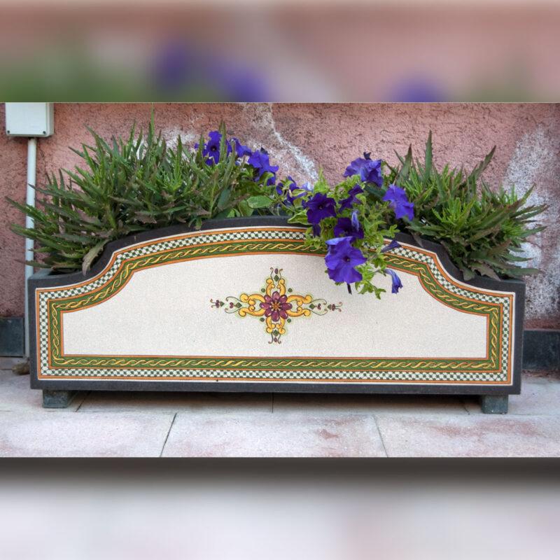 vaso porta fiori in pietra lavica decorata a mano