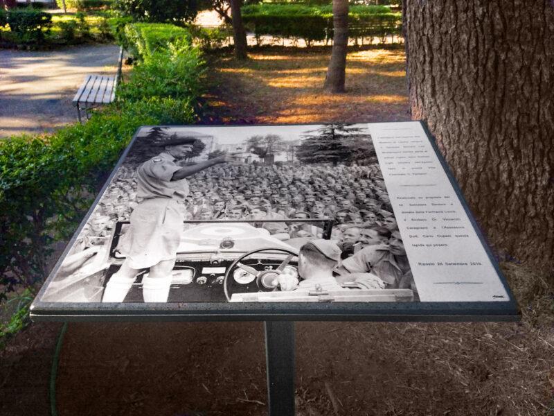 Targa in pietra lavica situata presso la Villa Pantano di Riposto